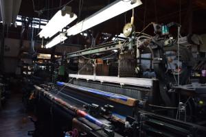 一世紀前のションヘル織機が織りなす超!味のある服地